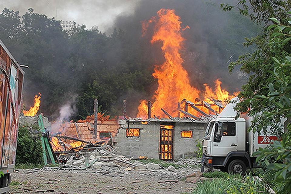 Заводы в Луганске работают, пока не разбомбят