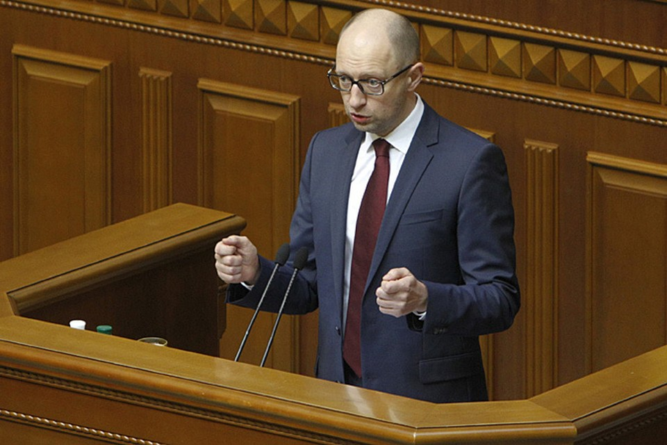 Арсений Яценюк признал, что ему остается надеяться только на то, чтобы взять деньги в долг