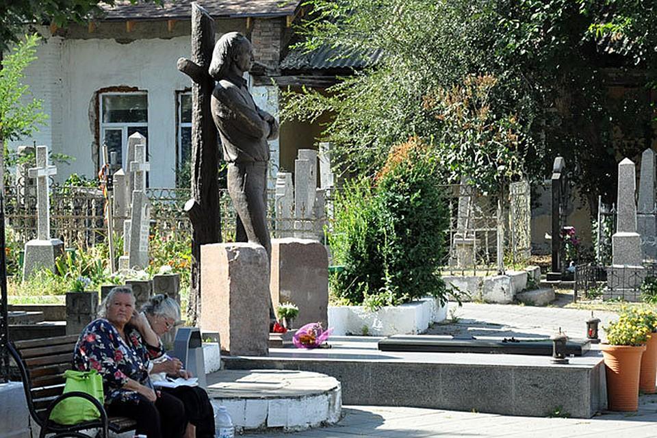 Памятники на кладбище в москве убит полицейский изготовление памятников ишим