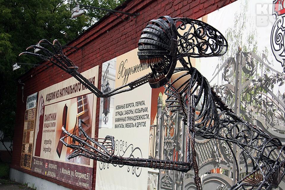 Статую Чужого 2 кузнеца делали в течение 4 месяцев, но благодаря ему о ребятах узнали во всем городе.