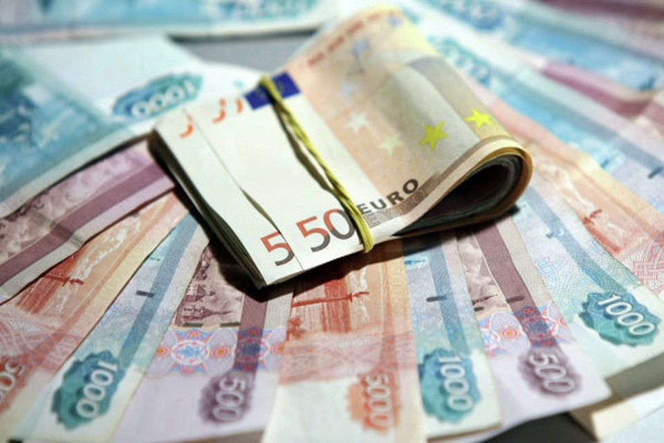 Опять рекорд: курс евро на открытии торгов превысил 55 рублей