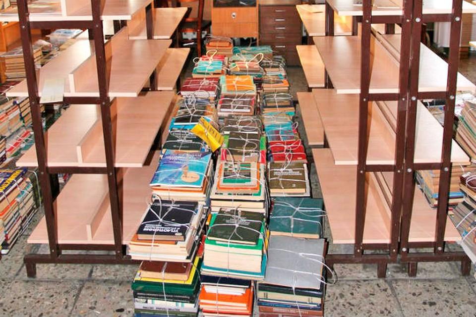 """На автогиганте говорят, что уничтожать старые книги не стали, их подарили. Фото: пресс-служба ОАО """"АвтоВАЗ"""""""