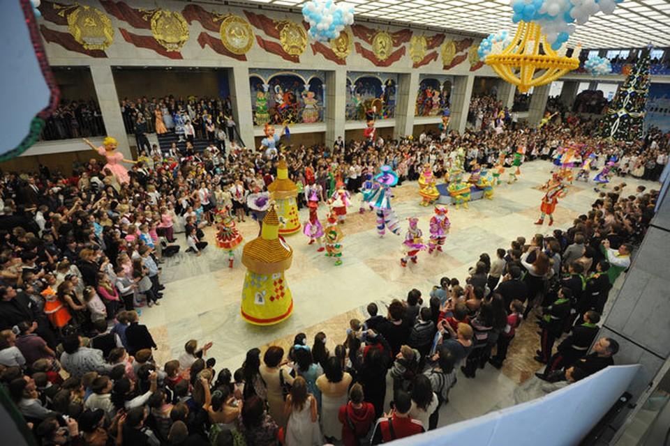 Каждый год главная Елка страны собирает тысячи счастливых детей со всех регионов России.