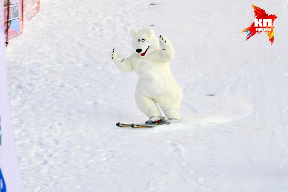 Да, у нас по улицам ходят белые медведи. И на сноубордах катаются. Приезжайте - увидите!