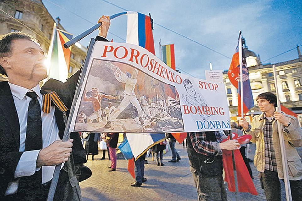 Простые европейцы быстрее своих политиков поняли, что те натворили. По всей Европе прокатились демонстрации протеста против бомбежек Донбасса.