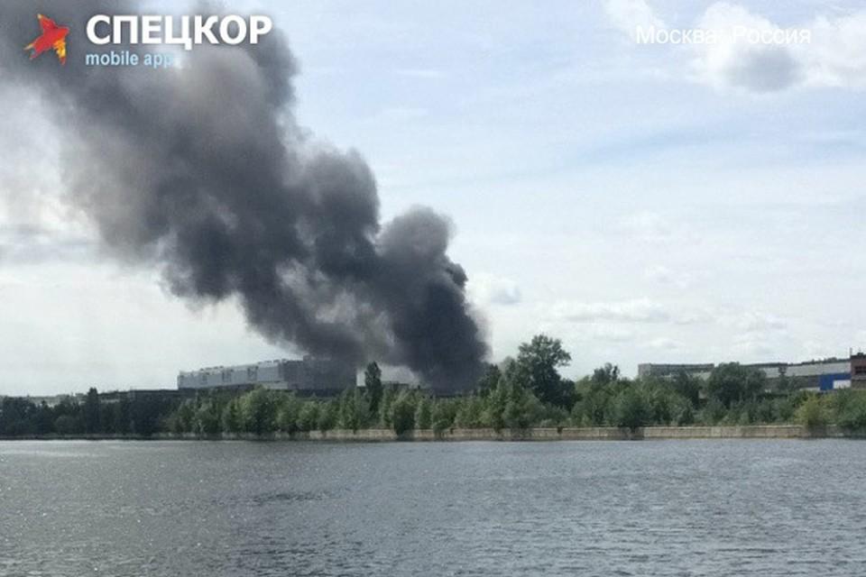 Фото пожара прислал пользователь мобильного приложения «Спецкор» от «Комсомольской правды»