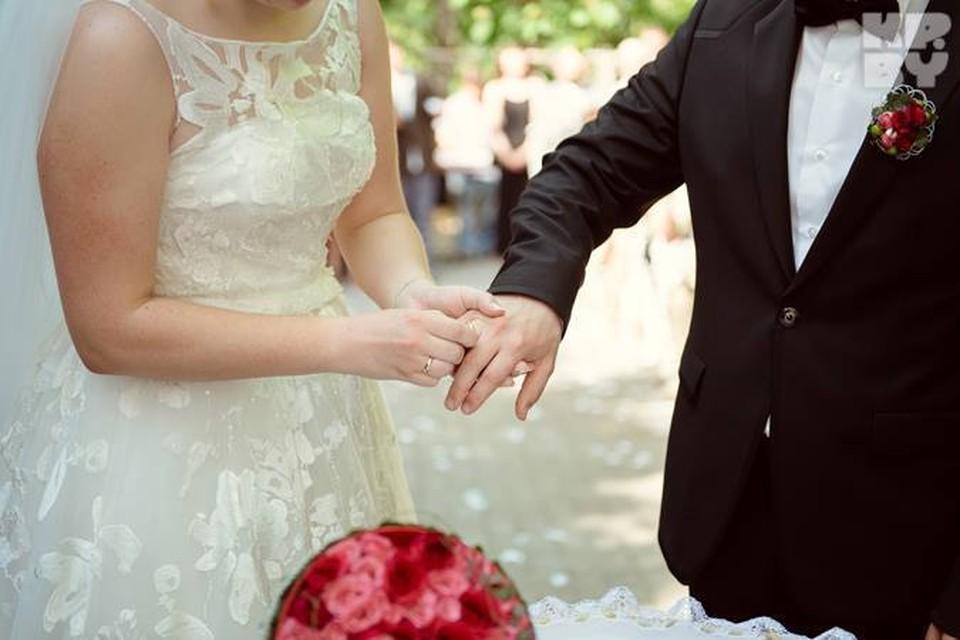 Запоминайте, сколько на свадьбе дарили близкие родственники!