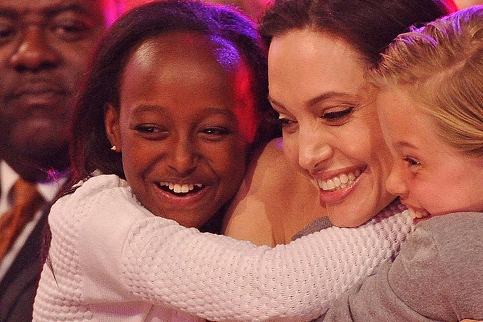 Приемная дочь Джоли Захара хочет вернуться к родной матери в Эфиопию.