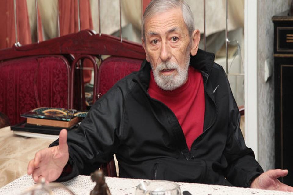 Вахтанга Кикабидзе заметили поющим в подземном переходе Киева