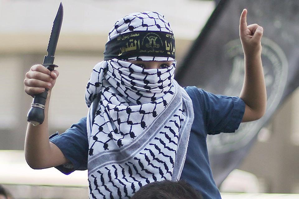 Почему молодые палестинцы и евреи взялись за ножи