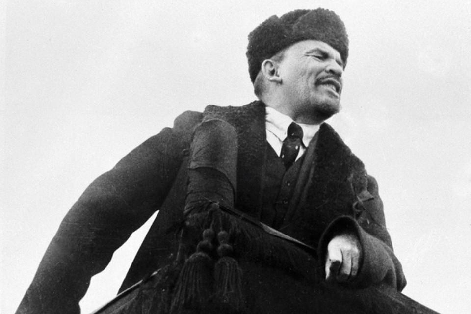 Если бы интеллигенту и адвокату Ленину сообщили, что вместо того чтобы защищать людей, он будет бесконечно подписывать «расстрелять, расстрелять, расстрелять», он бы не поверил