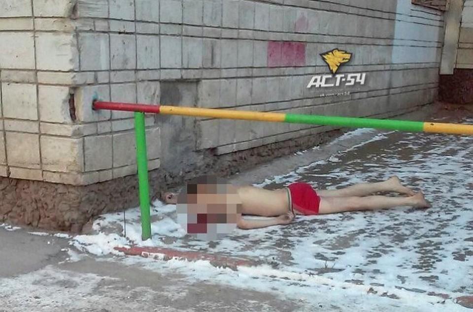 В новосибирске раздетый молодой человек выпал с балкона девя.