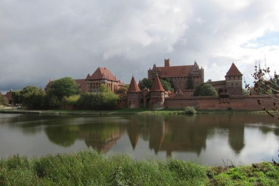 Вид на бывшую резиденцию великих магистров Тевтонского ордена, замок Мариенбург