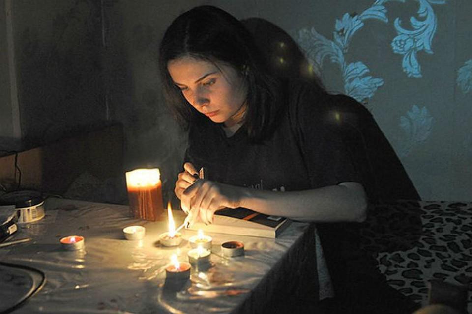 - Ну вот, началось, - крымчане вновь зажигают свечи, как и в прошлом году.