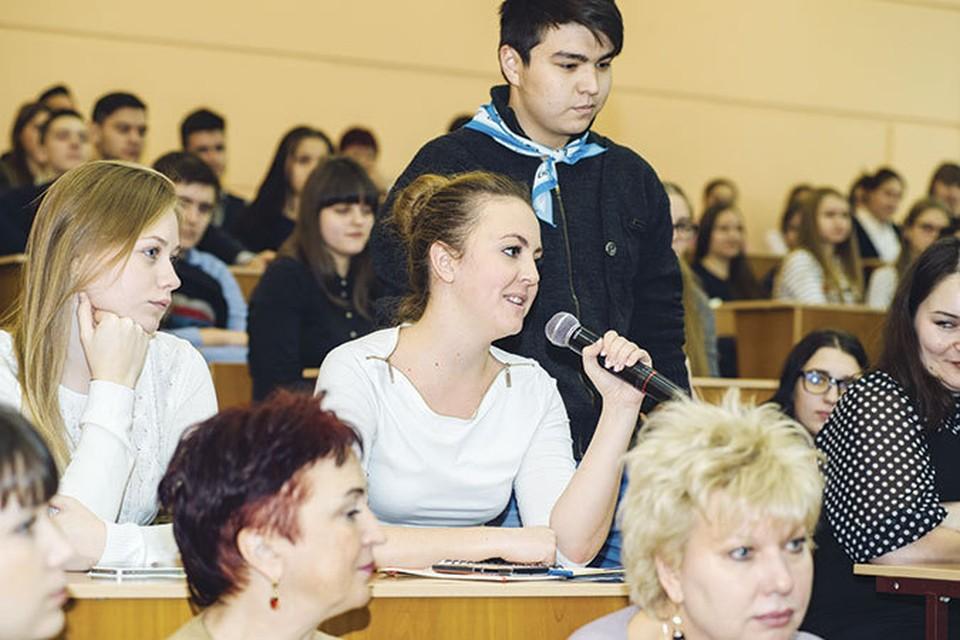 Старшеклассники и студенты с интересом пообщались с руководством вуза и будущими работодателями.