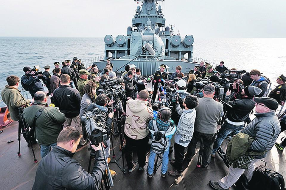 День 18 декабря 2015-го войдет в историю. Такого еще не было: российских ииностранных журналистов пригласили на борт гвардейского ракетного крейсера «Москва», участвующего в операции против исламистов у берегов Сирии. Фото: mil.ru