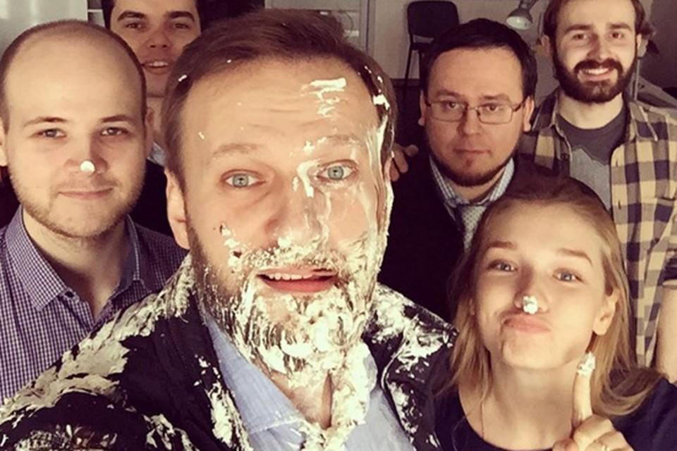 После нападения с тортом Навальный опубликовал селфи в своем инстаграмме.