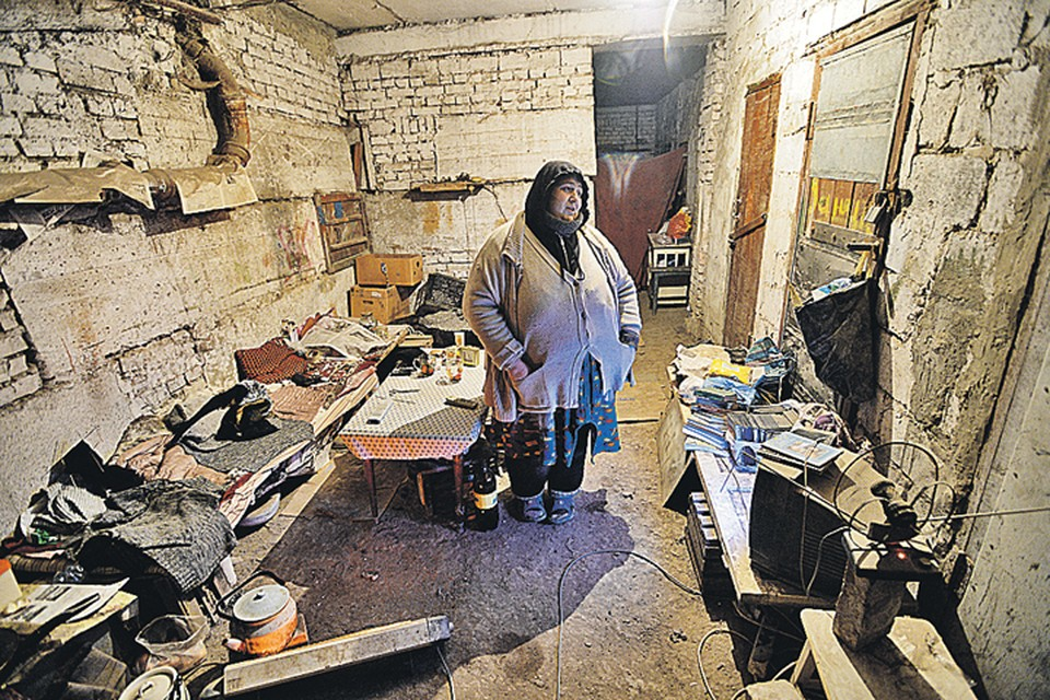 У Донецка два лица: в одном, прифронтовом, живет Елена, ждущая настоящего окончания войны в подвале...