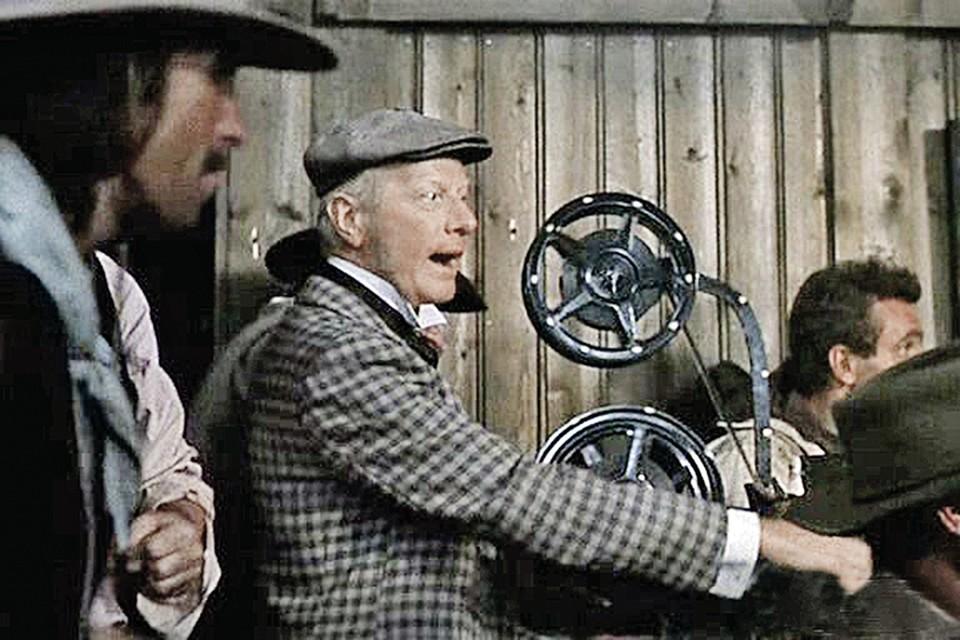 В комедии «Человек с бульвара Капуцинов» Филозов сыграл мистера Секонда- лихого бизнесмена от киноиндустрии.