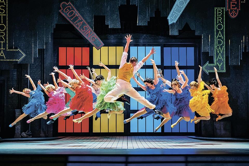 Когда смотришь мюзикл «Поющие под дождем», нельзя не заразиться оптимизмом и отличным настроением. Фото: Предоставлено организаторами.