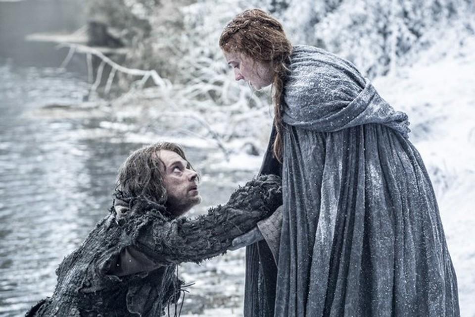 В начале шестого сезона мы увидели Теона убегающем по снежным, морозным лесам с Сансой