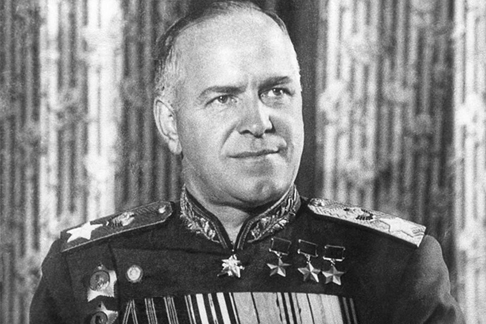 Если говорить о заслугах Георгия Константиновича Жукова, то они общеизвестны. Достаточно сказать, что он стал первым маршалом Советского Союза с начала Великой Отечественной
