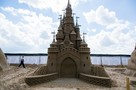 На пляже Петропавловской крепости появился огромный замок из песка