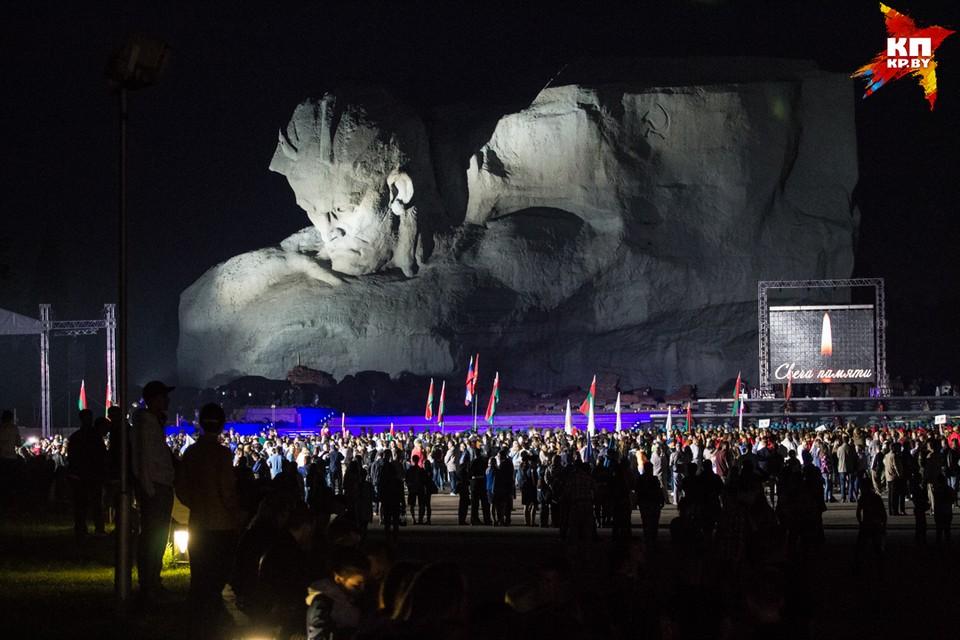 Митинг-реквием в годовщину начала Великой Отечественной состоялся в Брестской крепости на рассвете.
