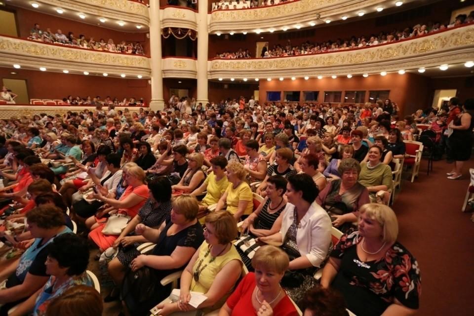 Саратовских учителей на «Розе Ветров» наградили премией «Признание-2016»
