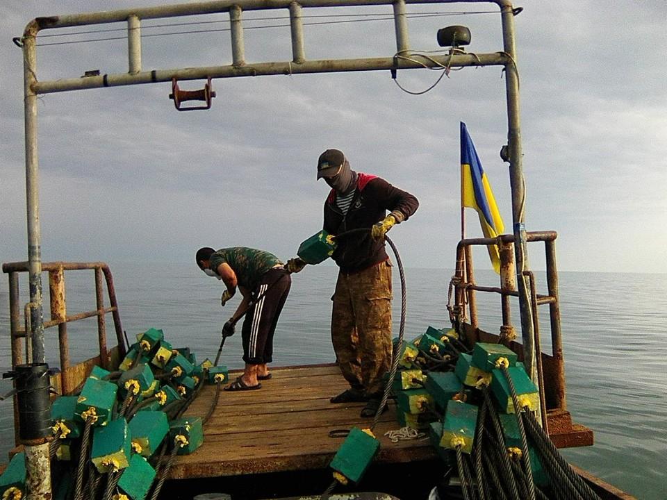 Батальон имени Номана Челебиджихана собирался забросить стальные тросы к берегам Крыма. Фото: предоставлено Аблязимовым