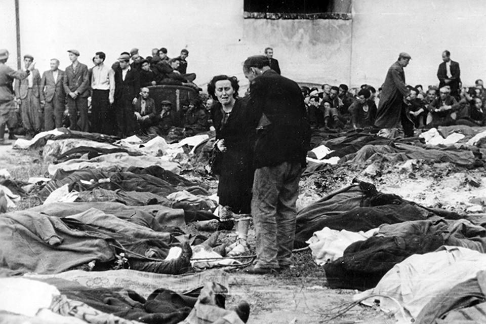B ходе Волынской резни, развязанной отрядами УПА, было уничтожено по разным данным от 30 до 100 тысяч человек
