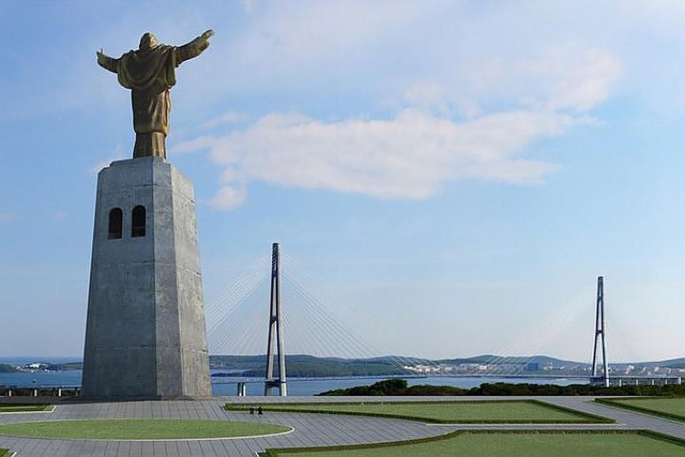 Так статуя Церетели смотрелась бы во Владивостоке.