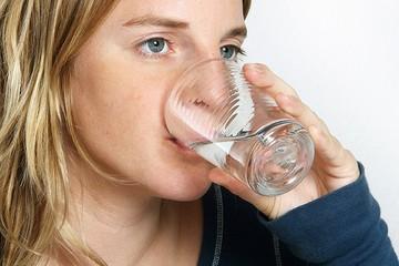 Британцы заявили, что в России небезопасная вода, ею даже нельзя чистить зубы!