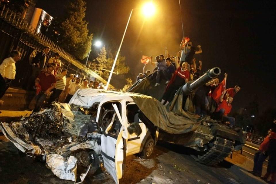 В Турции этой ночью совершена попытка военного переворота