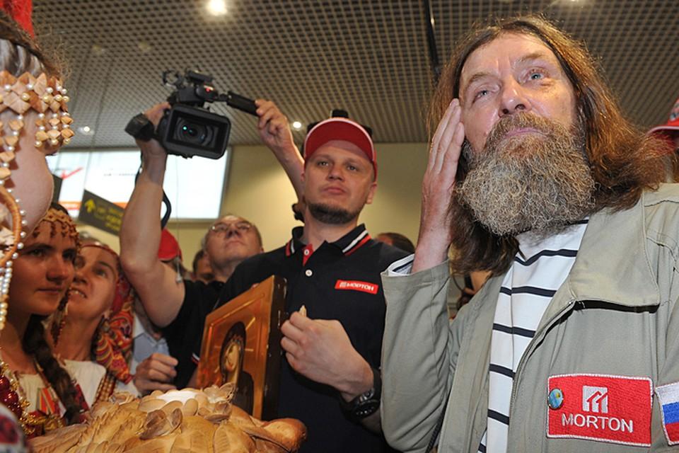 Федор Филиппович был рад и растроган, что столько его почитателей собрались в аэропорту