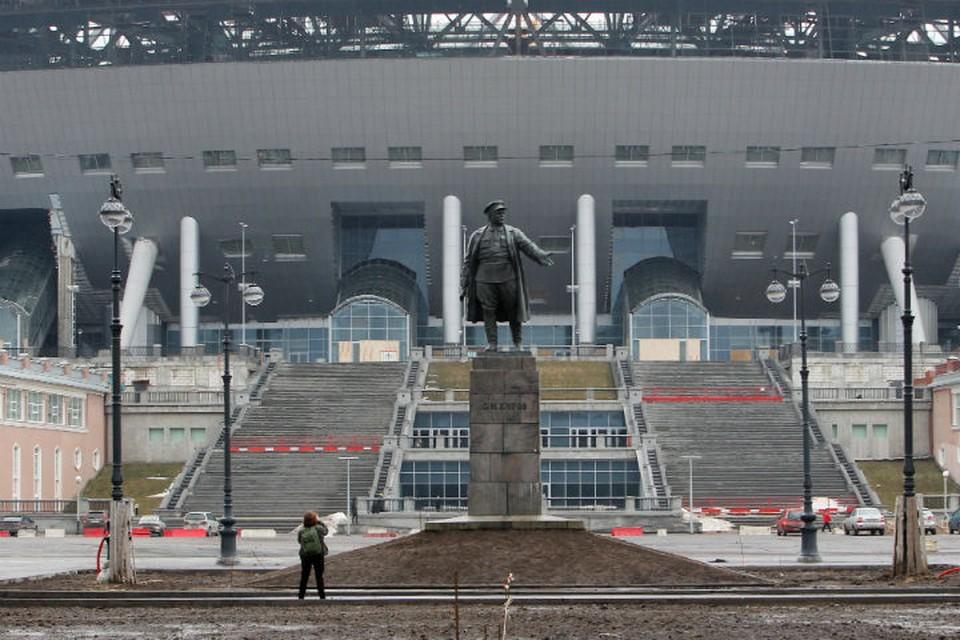 Министр не скрывает своей тревоги за стадион