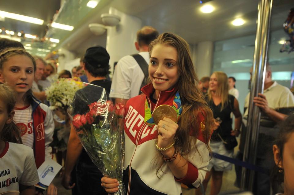 Вера и красавица, и спортсменка!А еще и Олимпийская чемпионка к своим 18 годам.