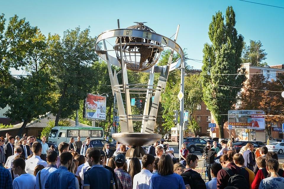 Памятник связистам в ростове на дону волгоград памятник основателям города