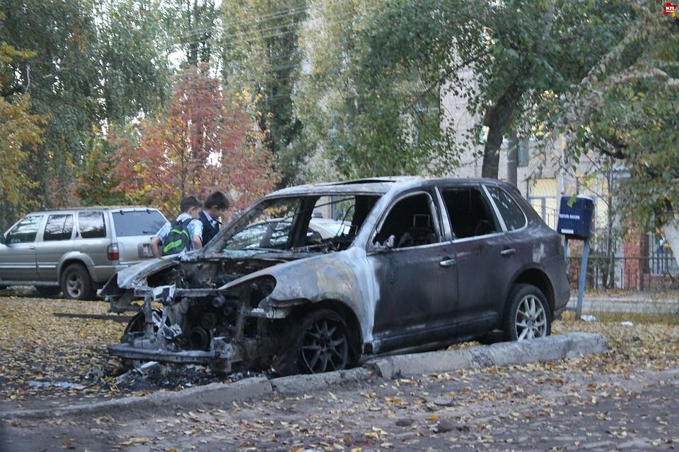 загорелся автомобиль porsche cayenne.