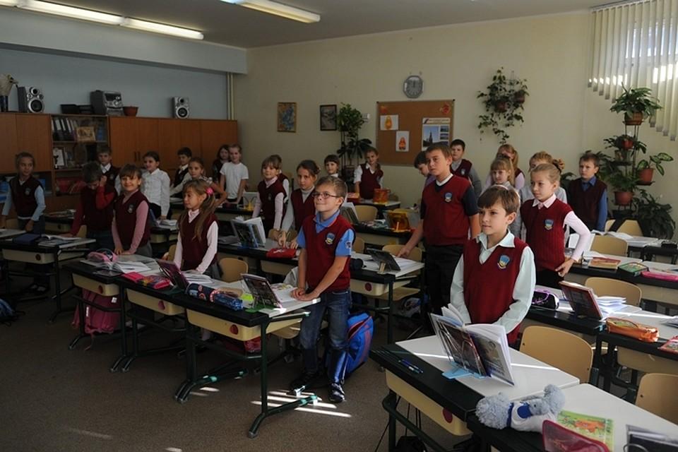 учительница наказала учиниц двух