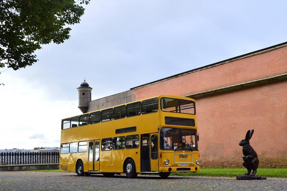 На двухэтажном автобусе остался алтайский государственный регистрационный номер