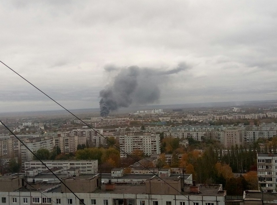 Огромные клубы дыма видны за километры