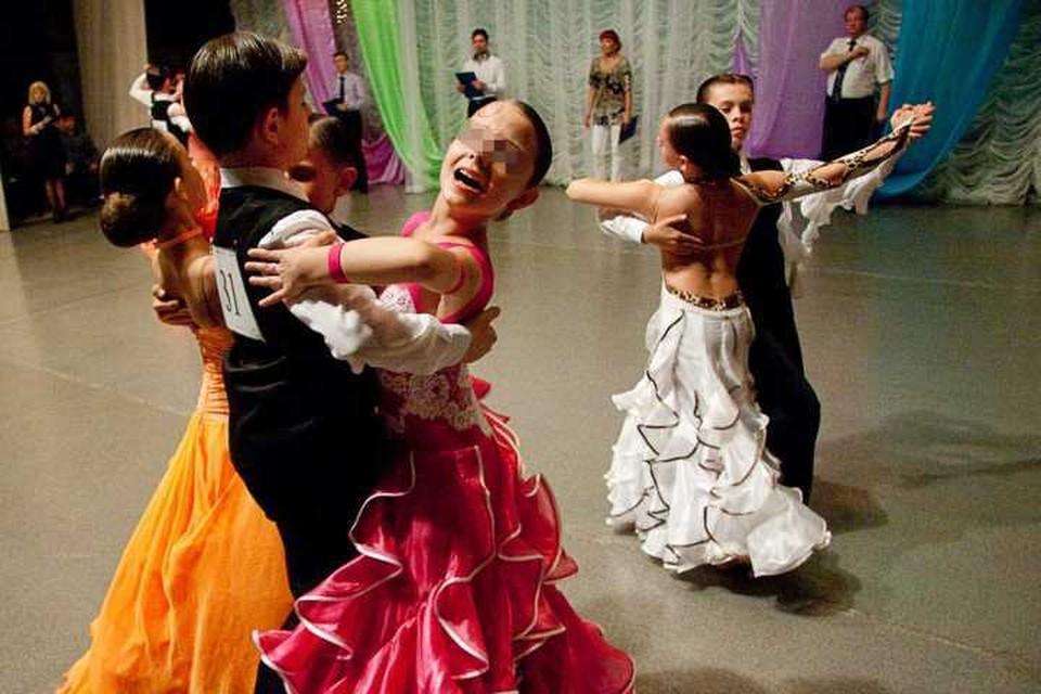 """А ученики """"Мечты"""", между тем, неоднократно побеждали в соревнованиях по спортивно-бальным танцам в России и за рубежом. Фото Валерий Евенков."""