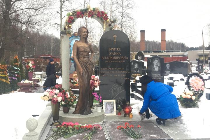 Памятники на могилу ангелы юра прощай памятники вов в россии видео