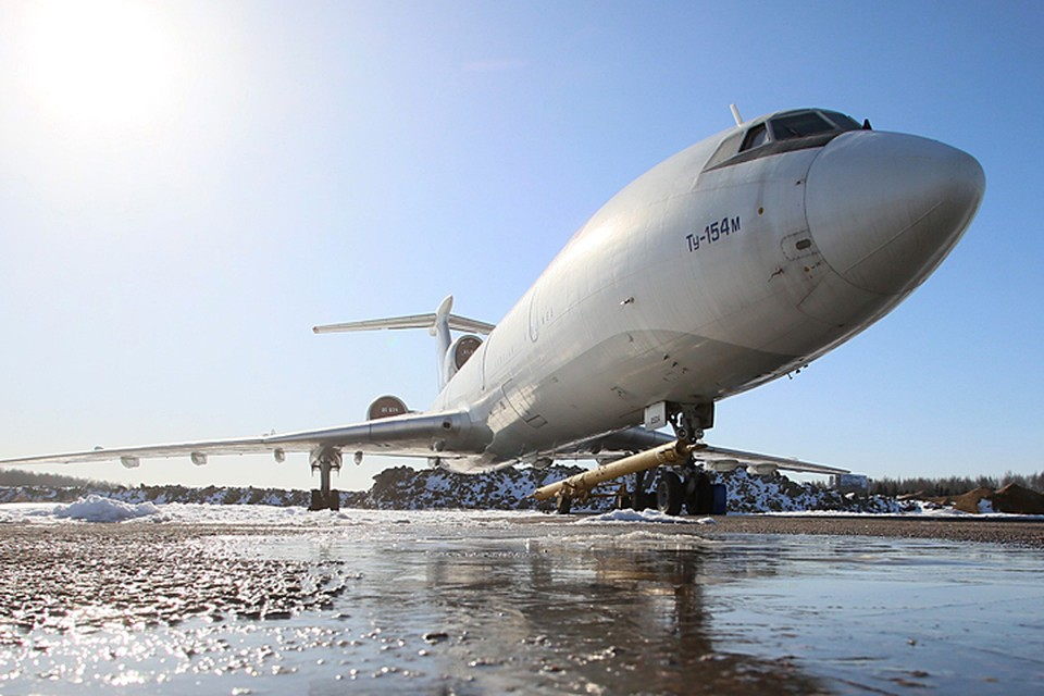Экипаж самолета перестал выходить на связь через минуту после взлета.
