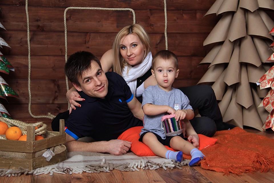 Русская мамаи сын друг другу делают массаж и