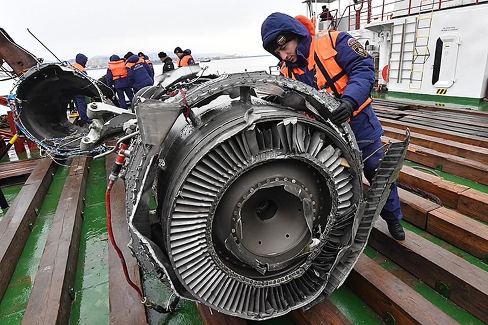 Водолазы МЧС продолжают поднимать со дна Черного моря обломки Ту-154