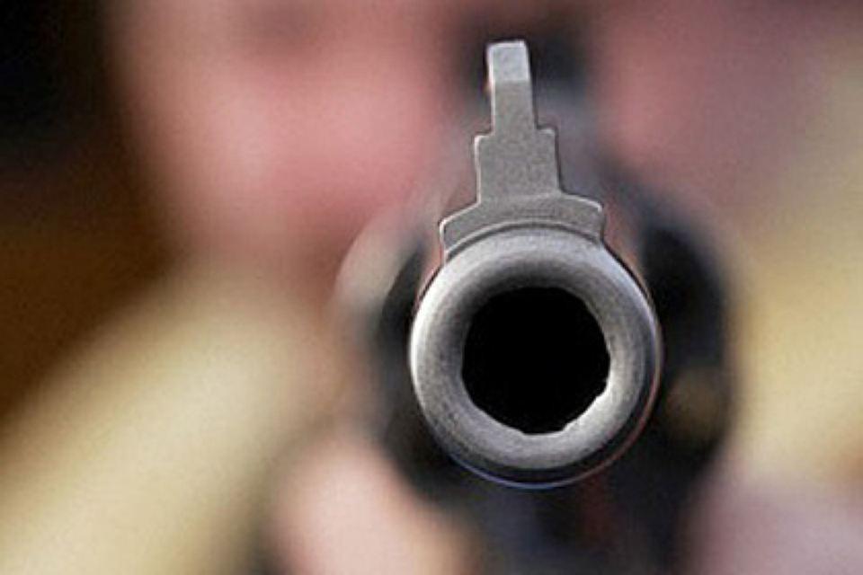 В Новый год милиционер выстрелил в минчанина.