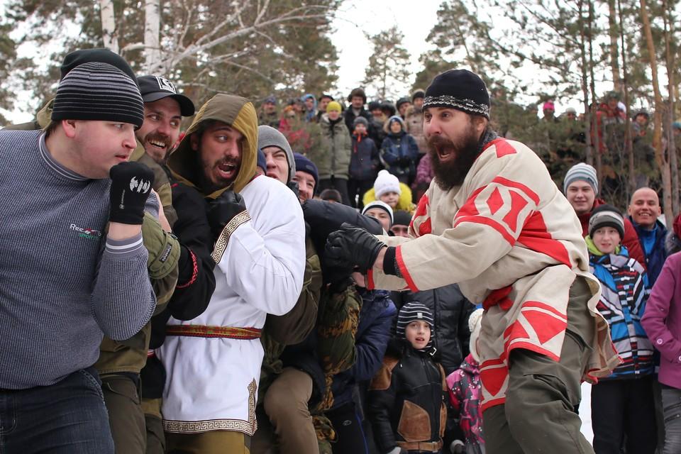 Кулачные бои во время народных гуляний на Широкую Масленицу.