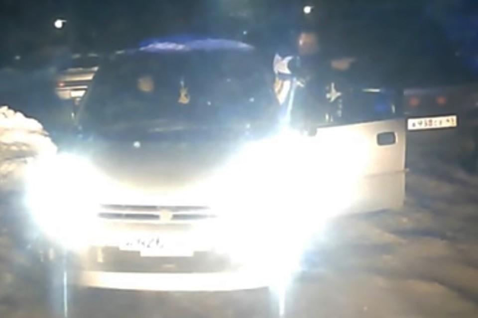 """Пользователи соцсетей обрушили гнев на двух жителей Камчатки, обвинив их в смерти пациента """"скорой"""""""